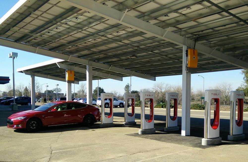 Si espande la rete Supercharger in Italia