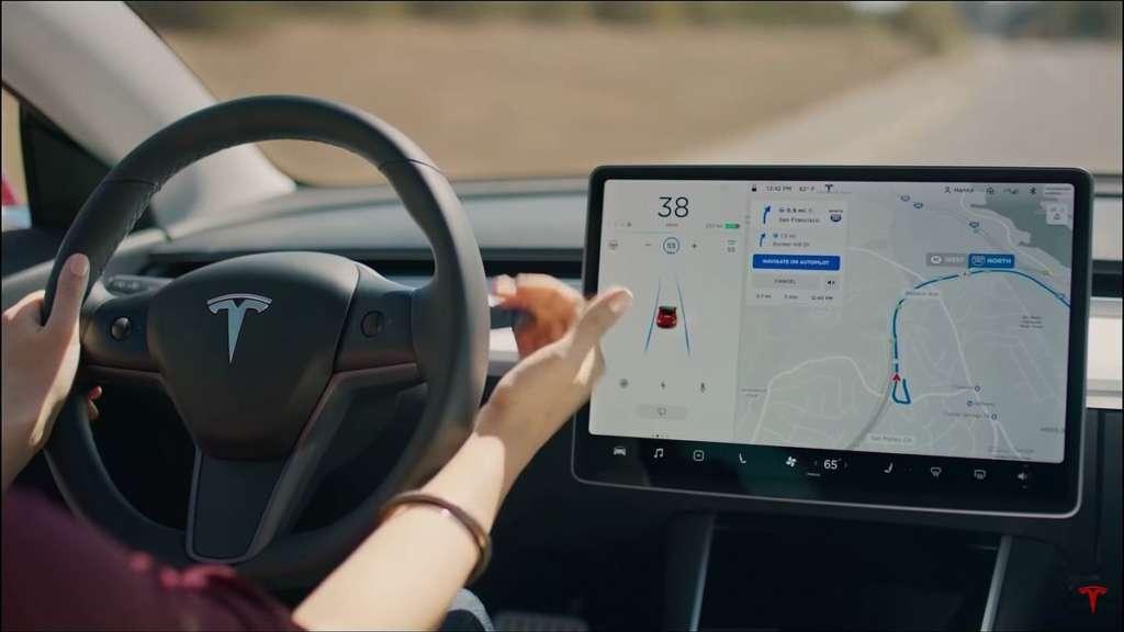 FSD di Tesla in abbonamento entro il 2020