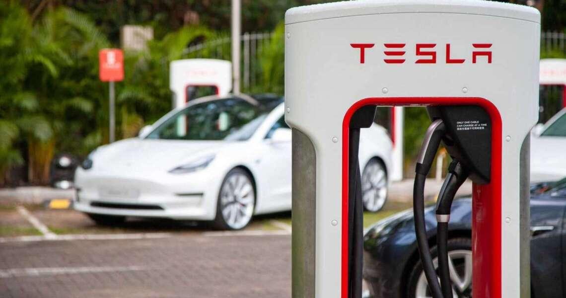 -nuovi-Supercharger-di-Tesla-potranno-avere-350-kW-di-potenza